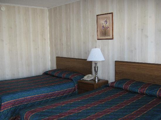 Watkins Glen Villager Motel: we got 131; two double beds