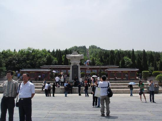 Mausoleum of the First Qin Emperor: ずっと登ります