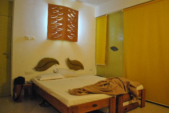 FabHotel Sharanam Green Resort Calangute: our room