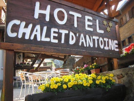 Hotel Chalet d'Antoine Sign
