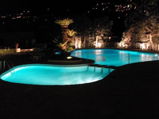 Grand Hotel Aminta: The pool at night