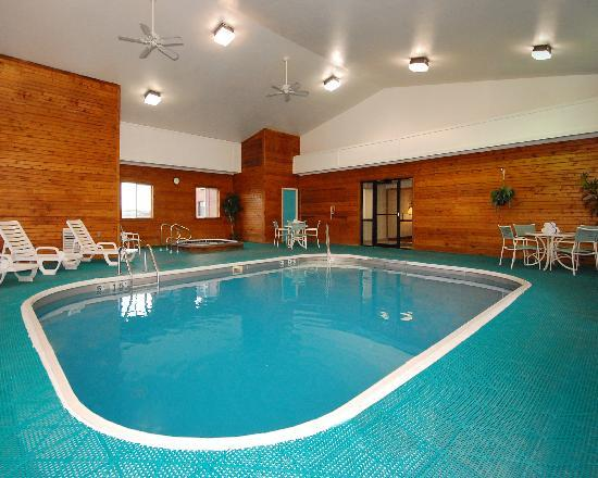 Comfort Inn Boonville: The pool room is a great place to relax or have fun.