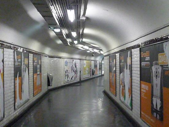 Paris Pasillo del metro parisino