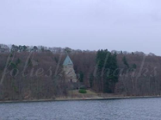 Starnberger See: the Votivchapel seen from the boat