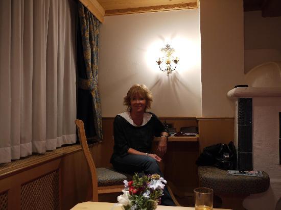 Alpen Hotel Corona Sport & Wellness: sitting corner in our room
