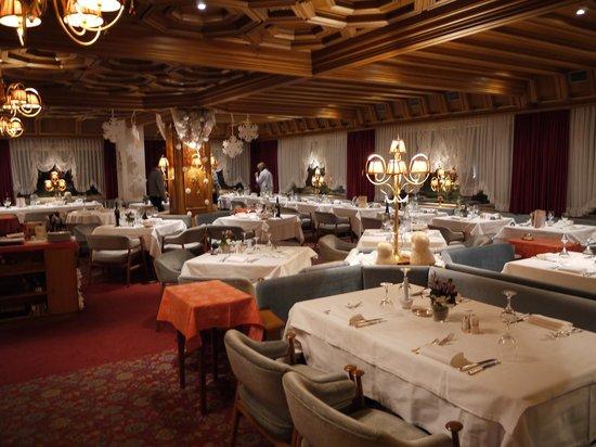 Alpen Hotel Corona Restaurant: restaurant before dinner time