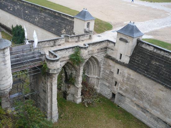 París, Francia: Paris Vista de la entrada al Château de Vicennes desde el Torreon