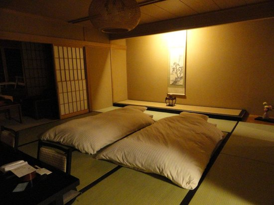 Tobira Onsen Myojinkan: My room prepared for bed