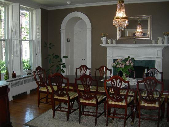 Old Waterstreet Inn: Dining Room