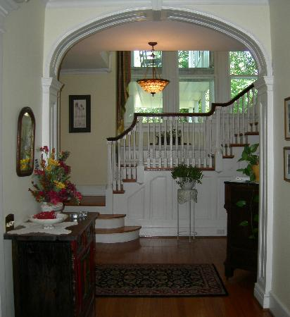 Old Waterstreet Inn: Entry Foyer