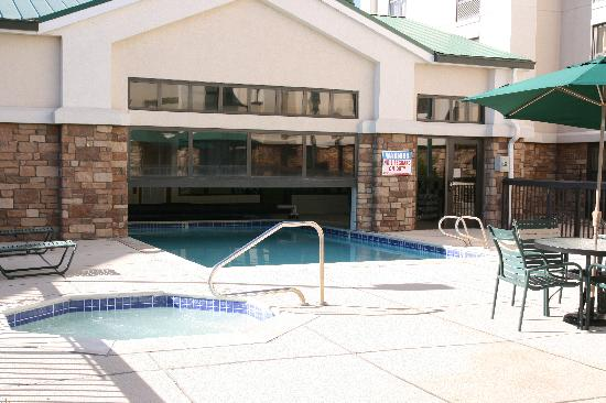 Hampton Inn and Suites Pueblo-Southgate: Pool
