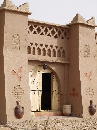 Kasbah Ouzina : Entrada al edificio principal