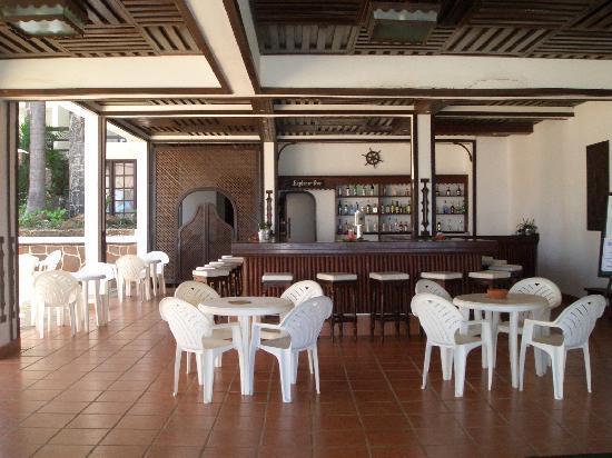 Vasco da Gama : Bar infront of resturant