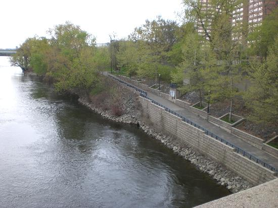 Hartford, CT: The River front..great for biking, jogging and picnics