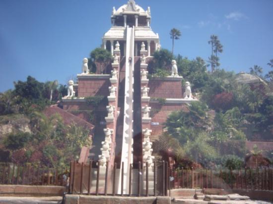 Costa Adeje, España: Siam Park. Vergesst mal Alles was ihr in Deutschland an Wasserutschen kennt