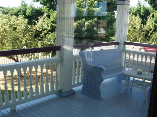 """Michael's Inn : """"Porch"""""""