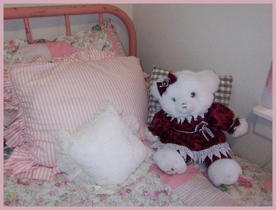 """Michael's Inn : """"Bed"""""""