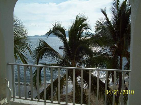 Manzanillo, Mexiko: Outside the bedroom patio.