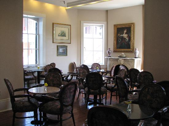 New Orleans Courtyard Hotel: breakfast area