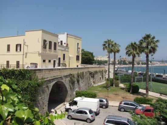 Bari Photo