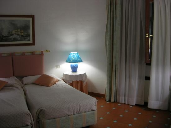 Hotel Stefania Boutique Hotel by the Beach : Room 43 (above Reception)
