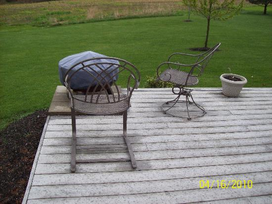 Dockside Bed & Breakfast: fire pit area for the suite renters use
