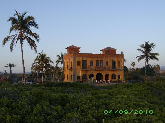 Villa Santa Cruz: View of Villa from the beach