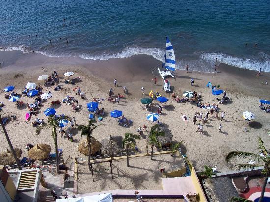 Las Flores Beach Resort: beach balcony view