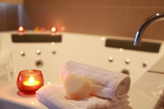 Blue Summit Cottages: Indulge yourself with a luxurious spa bath
