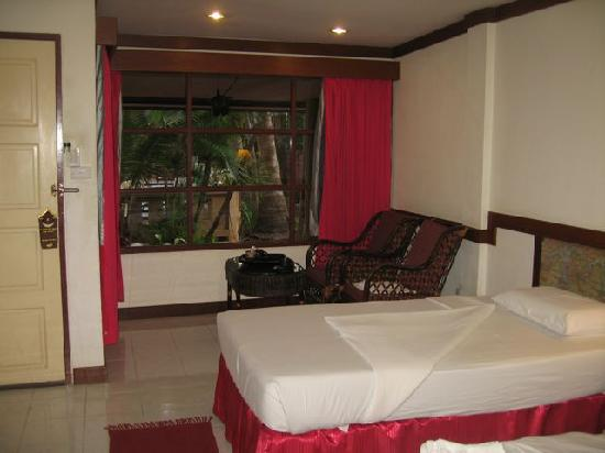 Ao Nang Sea Front Thai Resort: Room across from pool