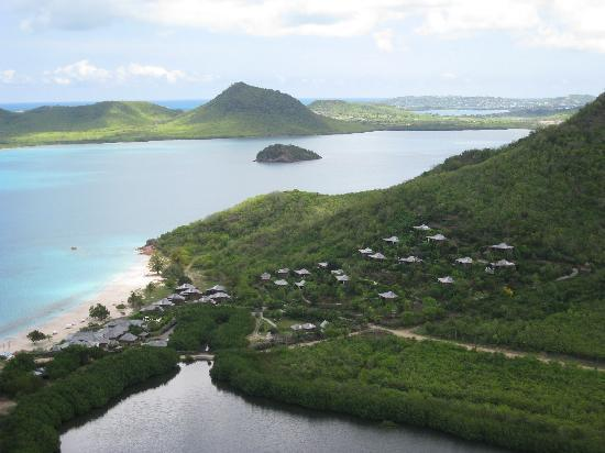 Saint Mary's, แอนติกา: View of the resort from the helicopter tour.  Notice how private the beach is with no other reso