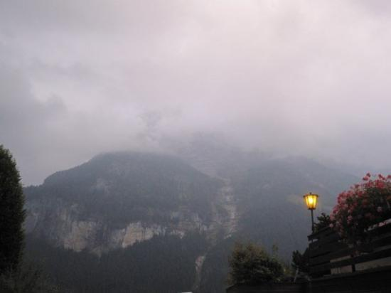 Grindelwald, Suiza: Views of weather setting in