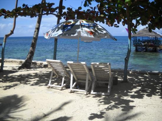 Jasmin Beach Resort: At Jasmin Beach on our last morning there.