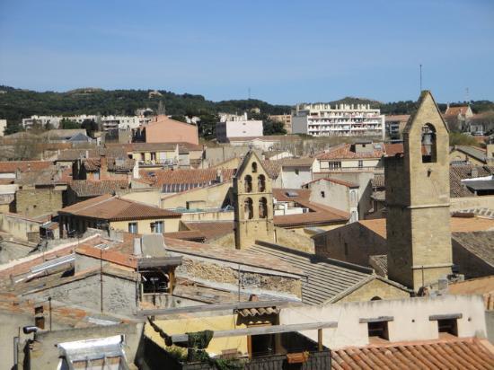 Visiting shopping salon de provence picture of salon for Azur hotel salon de provence