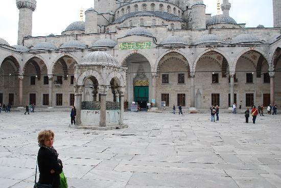 Avicenna Hotel: Blue Mosque