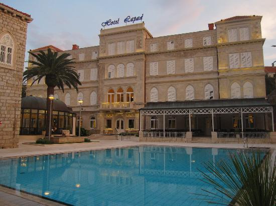 Hotel Lapad: Fachada del hotel