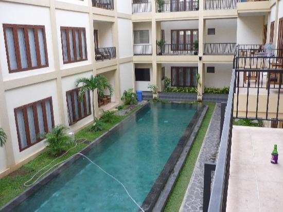 Kuta Townhouse Apartments: balcony view 2
