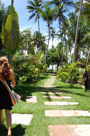 Hotel Vila dos Orixas: CAMINO A LA PLAYA