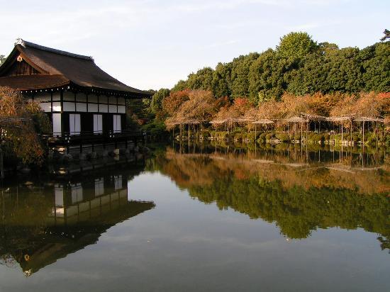 Heian Shrine: Spiegelung