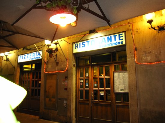 Il Cantinone : The front of the restaurant in the evening