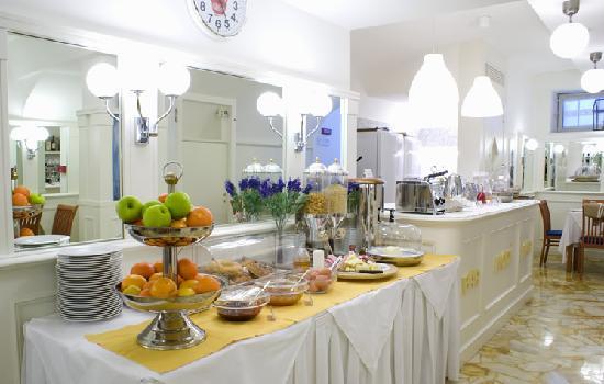 Hotel Modigliani: breakfast room