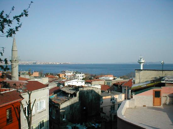 Emine Sultan Hotel : The view from Room 302 (Note minaret)