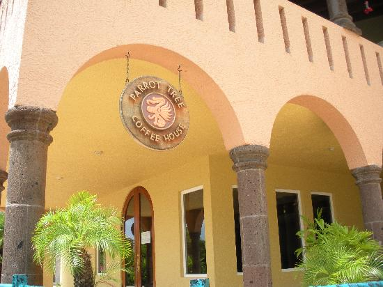 Parrot Tree Beach Resort: Coffee House that is closed for remodeling