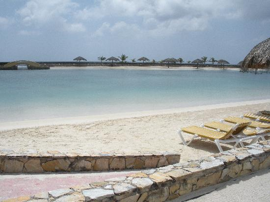 Parrot Tree Beach Resort: Beach with calm waters