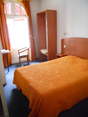 1st fl. room at Hotel Gambetta- Reims