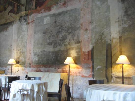 La Veranda Dell'Hotel Columbus: The frescoes