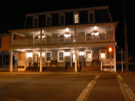 Inn BoonsBoro: Front of Inn after meal at nearby Vesta restaurant