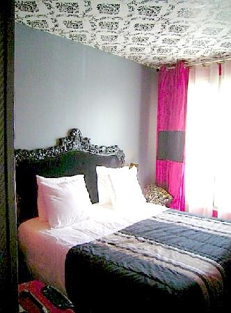 great bed firm but comfy photo de ideal hotel design paris tripadvisor. Black Bedroom Furniture Sets. Home Design Ideas