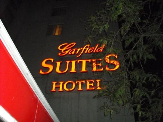 Garfield Suites Hotel Photo
