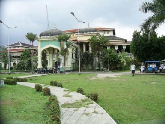 Medan, Indonesië: ^ Istana Deli ^